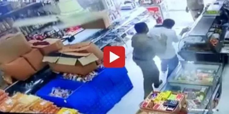 Mulund News   PSI seeks revenge for non-payment; Shopkeeper beaten to death for weekend lockdown (video)