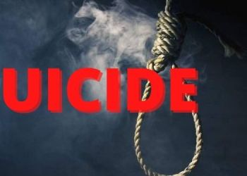 Navi Mumbai Crime   ... So the number of sisters who took children's classes committed suicide by hanging, incident in Navi Mumbai.