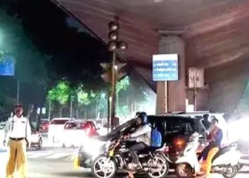Traffic Signal | traffic jams in thane power supply to signal system cut from msedcl
