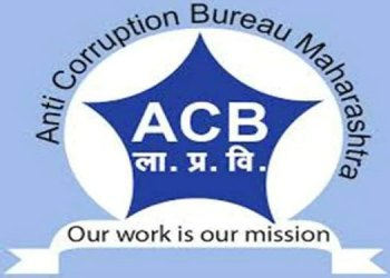 Pune Anti Corruption   A man along with an official of an electricity company was caught in an anti-corruption scam while accepting a bribe of Rs 8,000