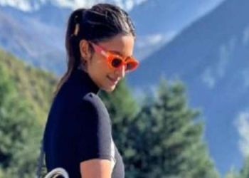 parineeti chopra parineeti chopra shares pictures while admiring mount everest says you taught me a lesson in humility