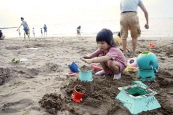 [啾團] 比利時Quut玩沙戲水玩具讓玩沙變得更好玩!去海邊不只有鏟子跟桶子
