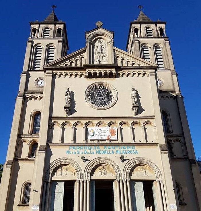 Frente de la Parroquia y Santuario NS de la Medalla Milagrosa