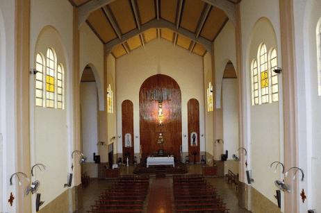 nave y altar mayor San Felipe Neri