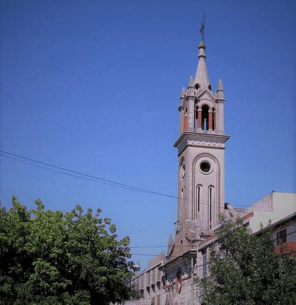 Santa Rita de Casia con torre
