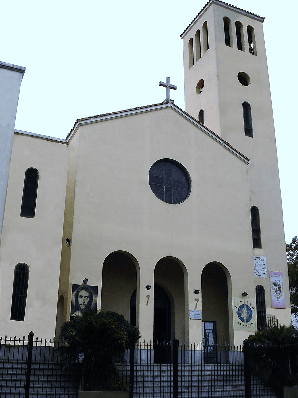 Frente de la parroquia Cristo Obrero San Blas