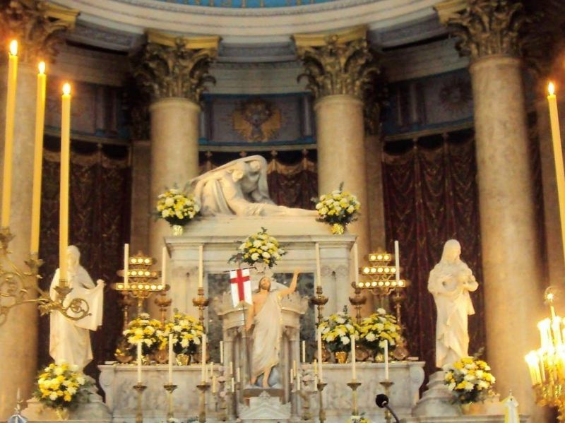 Altar del presbiterio nuestra señora de la piedad del monte calvario