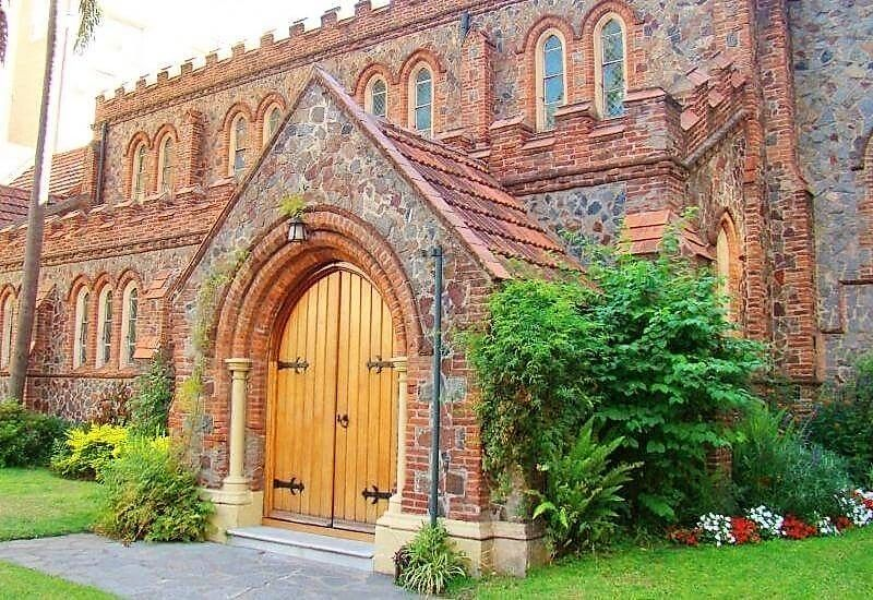 Detalle del pórtico Iglesia Anglicana San Salvador