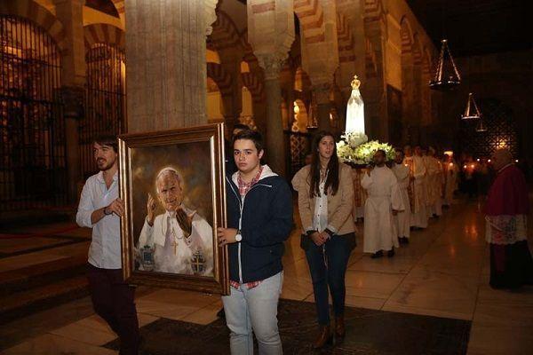 imagen de la Virgen de Fátima. ba iglesias