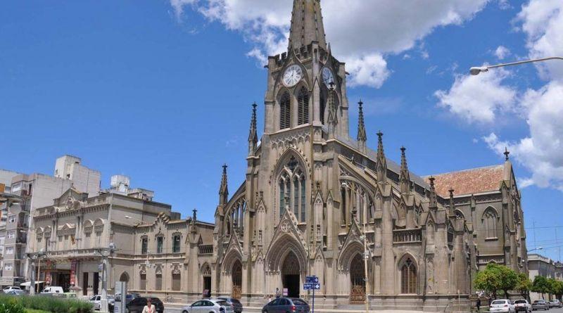 Catedral Nuestra Señora del Rosario en Azul vista del frente - Foto Garcia Cano