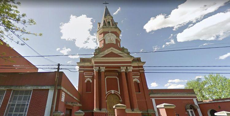 frente de la parroquia san luis en mercedes