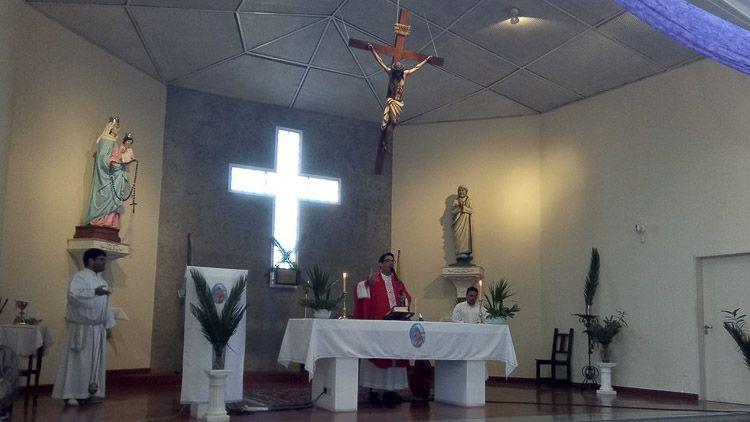 Interior de la Parroquia Santa Teresa de Calcuta en Zárate - Credito la propia parroquia