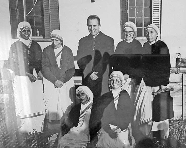 Santa Teresa de Calcuta en Zárate junto al bispo de la Diócesis, Monseñor Espósito Castro - Credito: La Voz de Zàrate