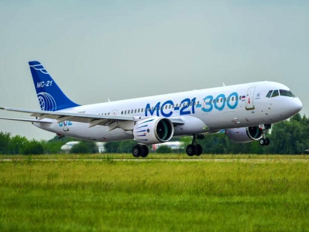 У нового пассажирского самолета в полете отключили двигатель