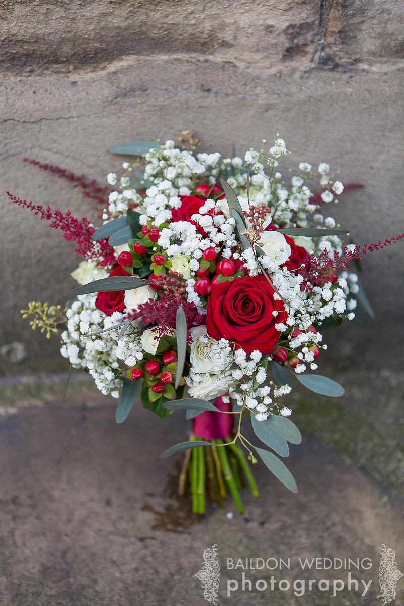 red winter wedding bouquet
