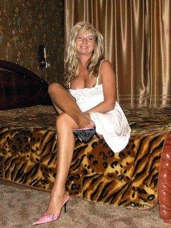 Belle blonde mature veut un jeune pour un plan baise cougar sur Bourges.