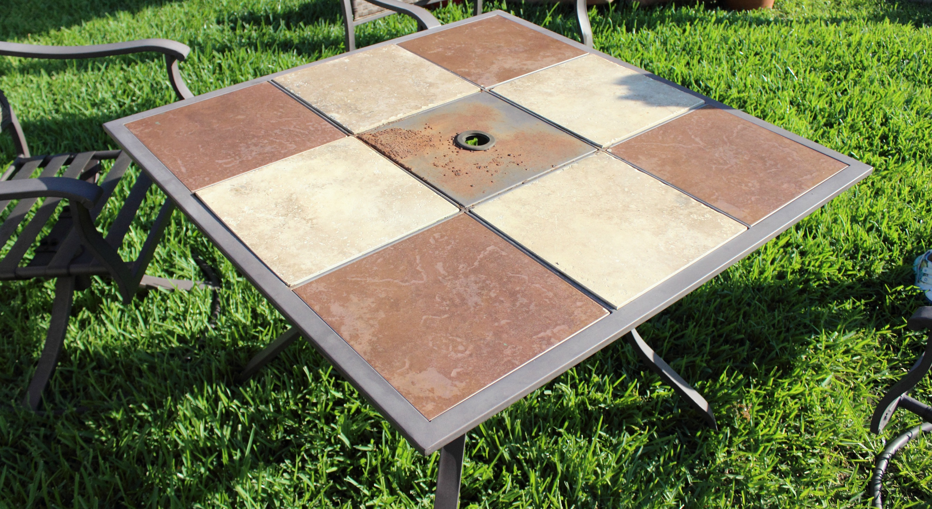 How to paint outdoor furniture the bajan texan for Outdoor furniture varnish