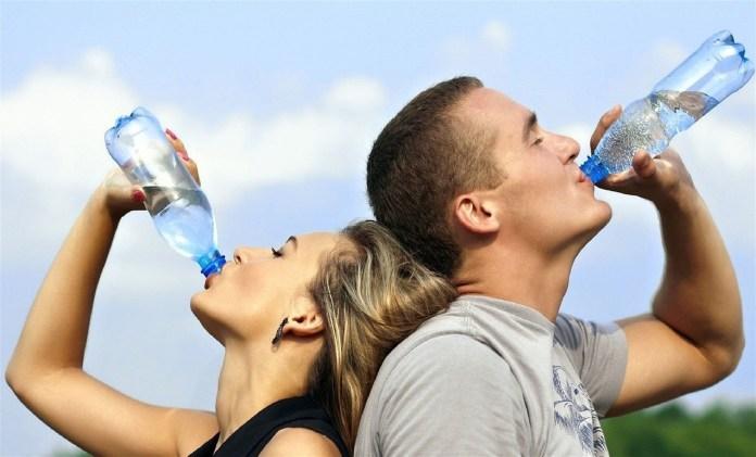12 maneras simples de beber más agua 1