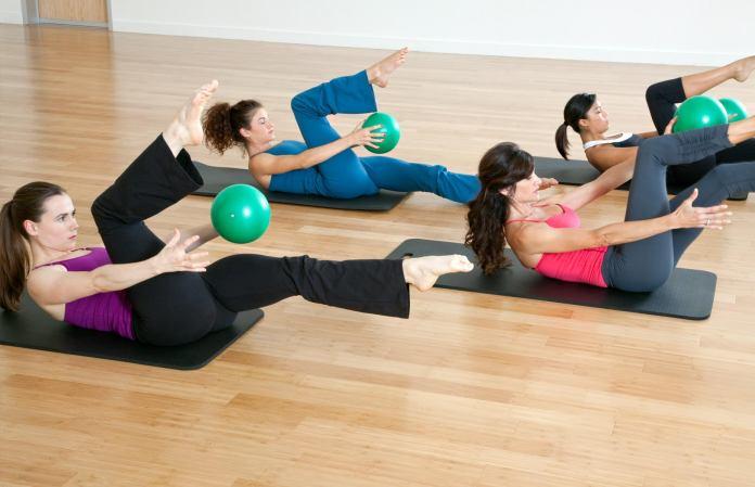 Practicar Pilates puede ayudarlo a perder peso