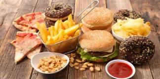Las dietas poco saludables causan enfermedades crónicas en tu vida Unhealthy diets cause chronic diseases in your life