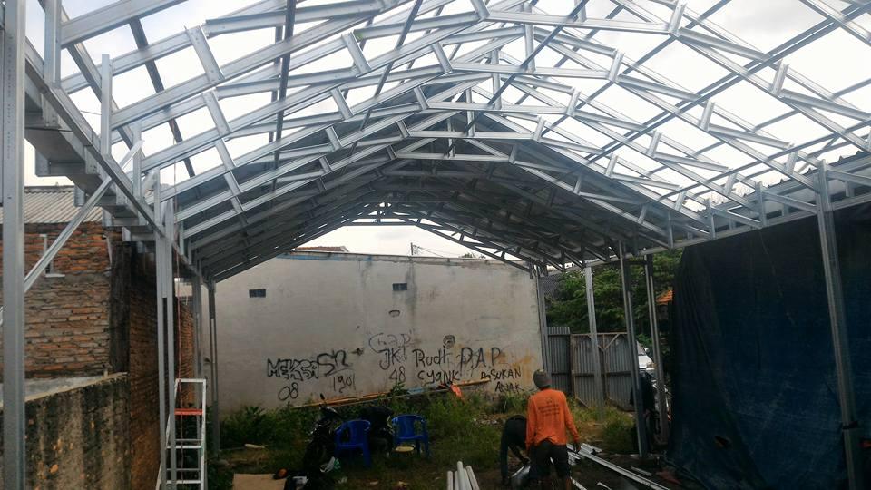 Proyek konstruksi baja ringan untuk gudang di tambun