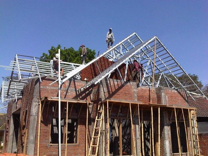kebutuhan baja ringan untuk kuda perbandingan harga pemasangan atap kayu vs ...