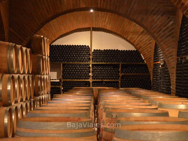 Barricas de vino en Adobe Guadalupe, Ensenada.