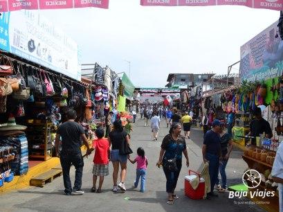 Mercado de artesanías en La Bufadora