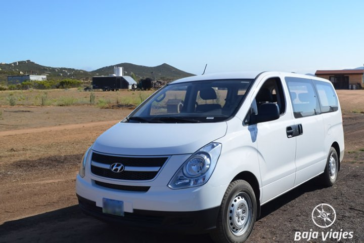 Van Hyundai H100, 10 pasajeros. Transporte turístico en Baja California.