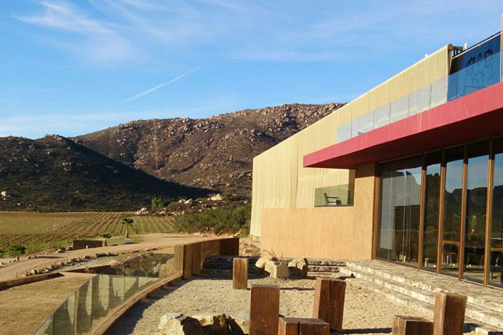 Terraza de la Vinícola Monte Xanic, en Valle de Guadalupe, Ruta del Vino.