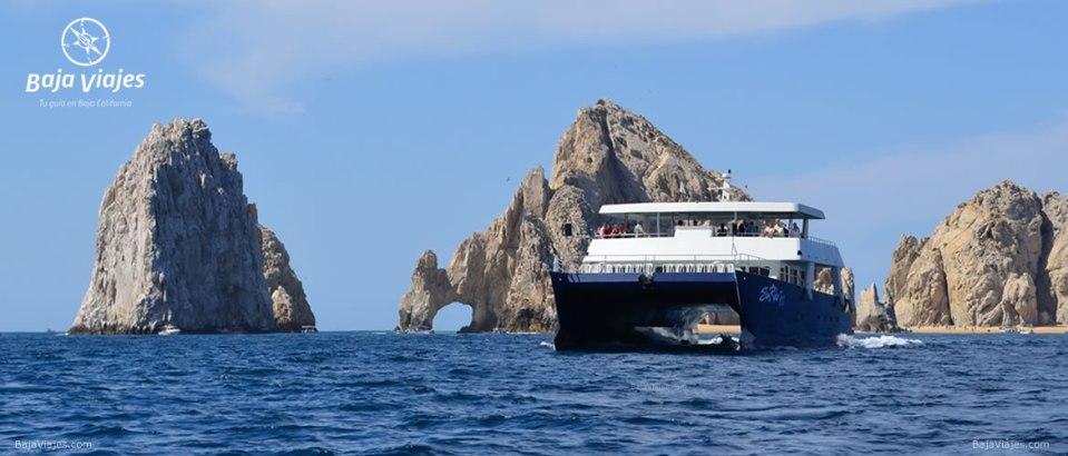 Paseo en barco catamarán al arco, durante el Tour en Los Cabos, Baja California Sur