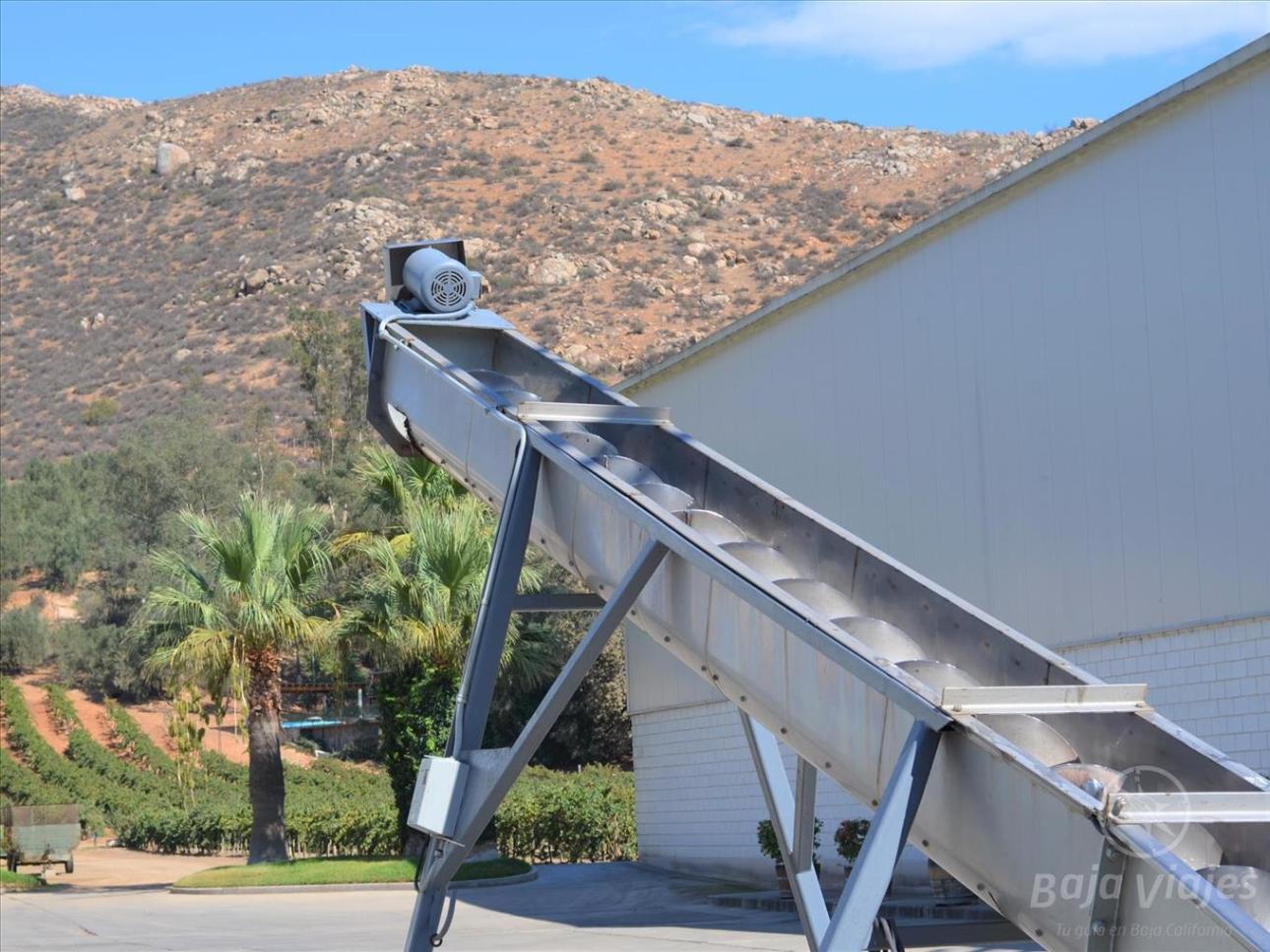 Máquina Despalilladora, durante el recorrido de enoturismo por Vinos L. A. Cetto, en Baja California México