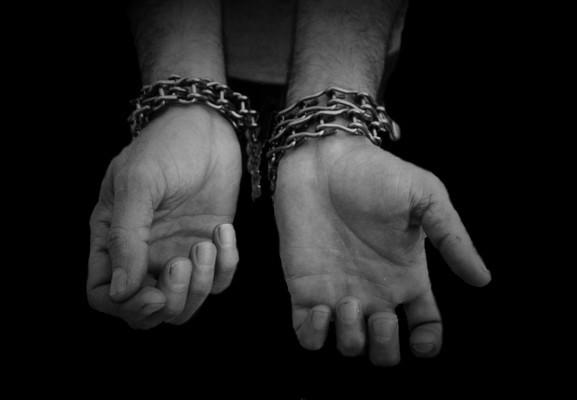 Hasta 70 años de cárcel a esclavistas de joven: STPS