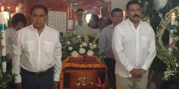 Asiste Astudillo a funeral de candidato asesinado en Chilapa 7