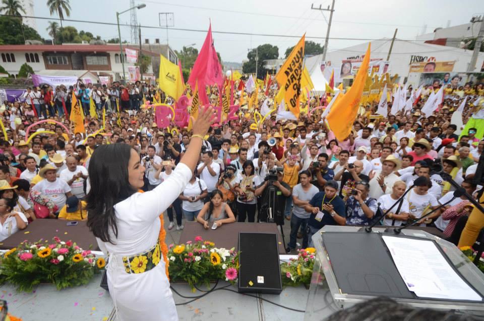 Ante miles, Beatriz Mojica se dice segura de su triunfo; cierre en Acapulco