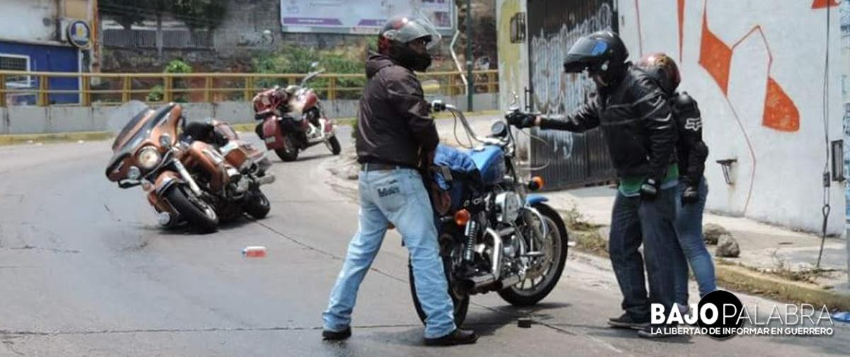 """Se derrapan dos motociclistas en la """"Y"""""""