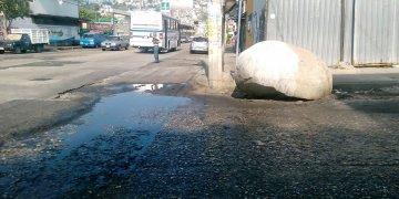 Exigen vecinos retiro de piedra que obstruye la calle Ejido, en Acapulco 3