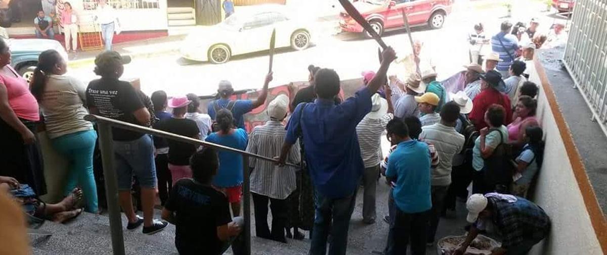 Protestan integrantes de la CECOP; piden la libertad de Marco Antonio Suástegui