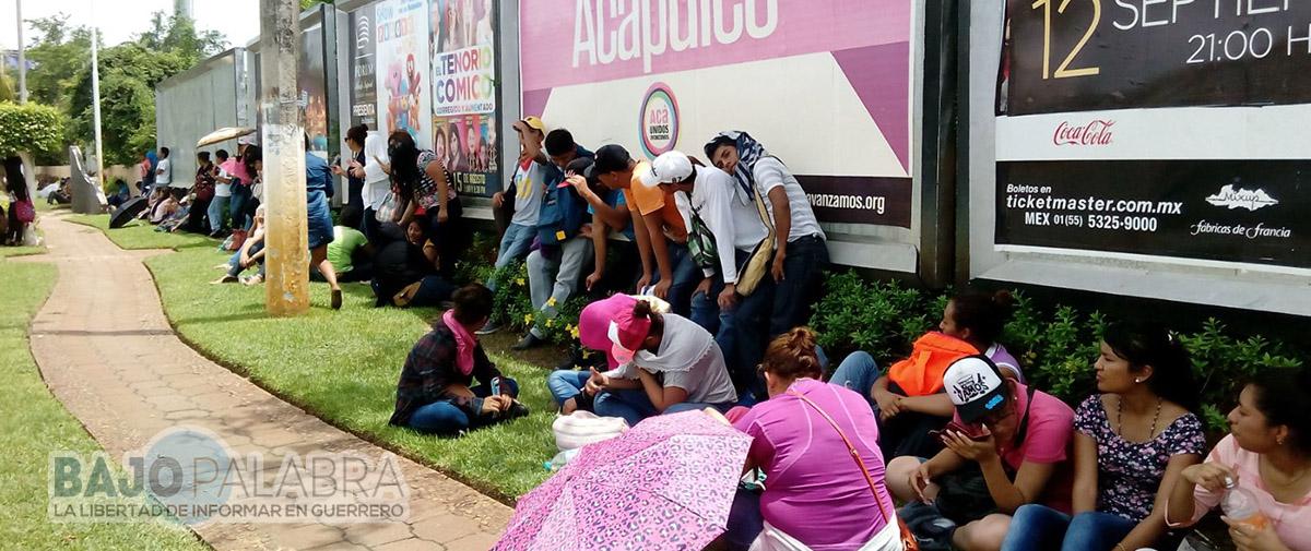 Se instala Funpeg ante policías que resguardan el Forum Acapulco