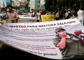 Marchan maestros, padres de los 43 y comuneros sobre Costera de Acapulco 3