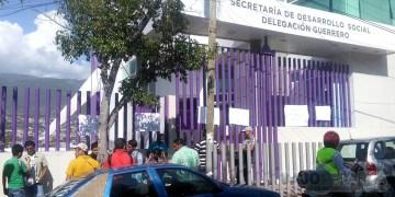 Exigen promotores temporales de Sedesol, en Guerrero, pago de adeudo 1