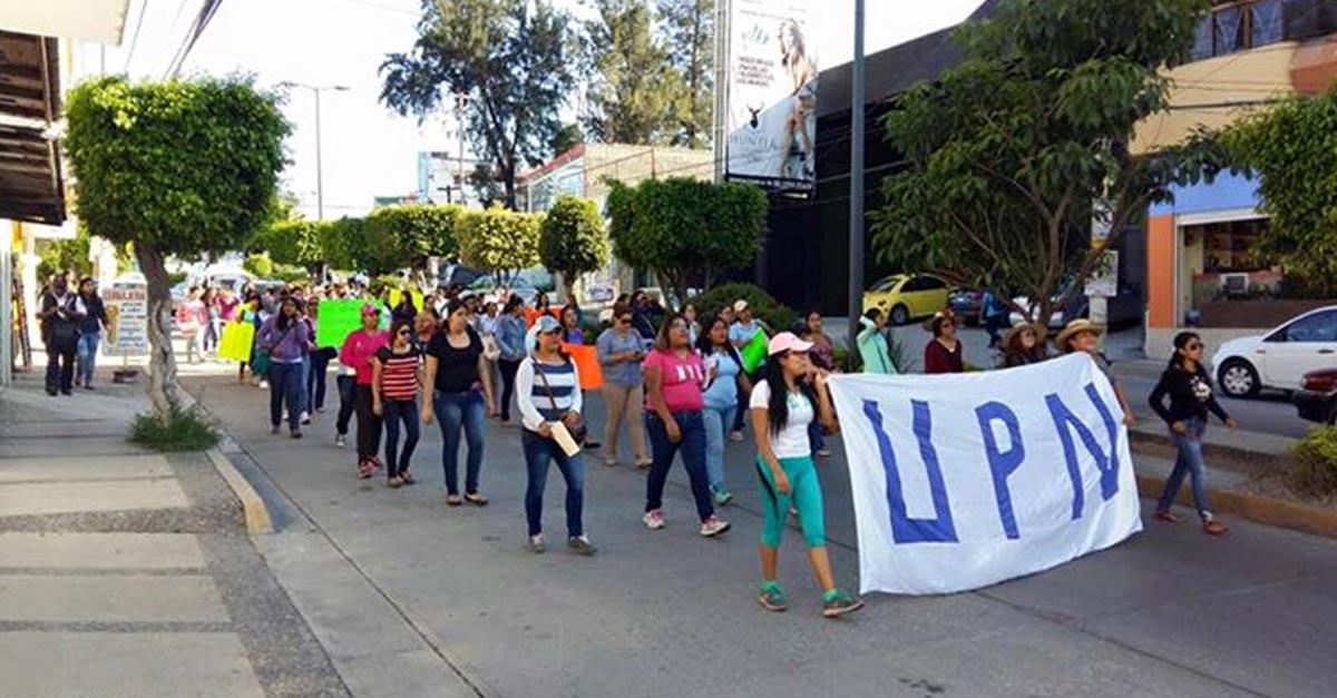 Marchan maestros de la UPN en Chilpancingo; exigen pago pendiente