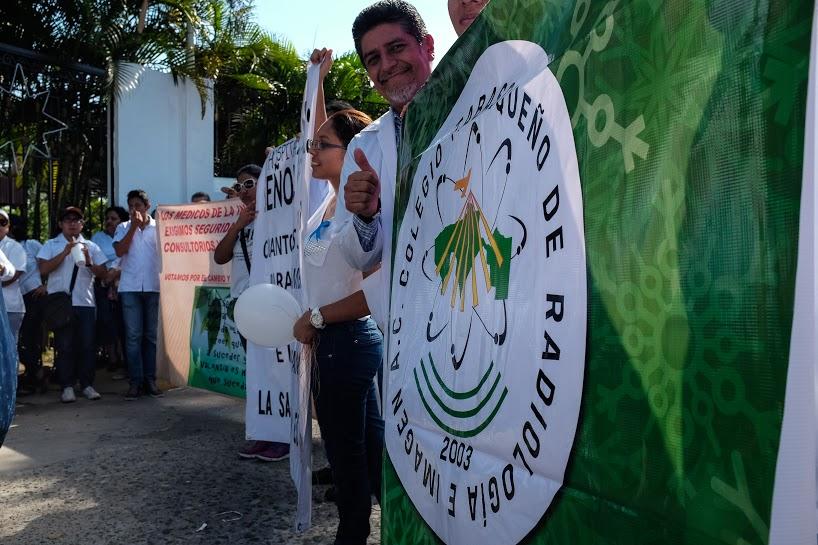 Más de mil 200 marchan por la dignidad de los servicios de salud en Tabasco 12