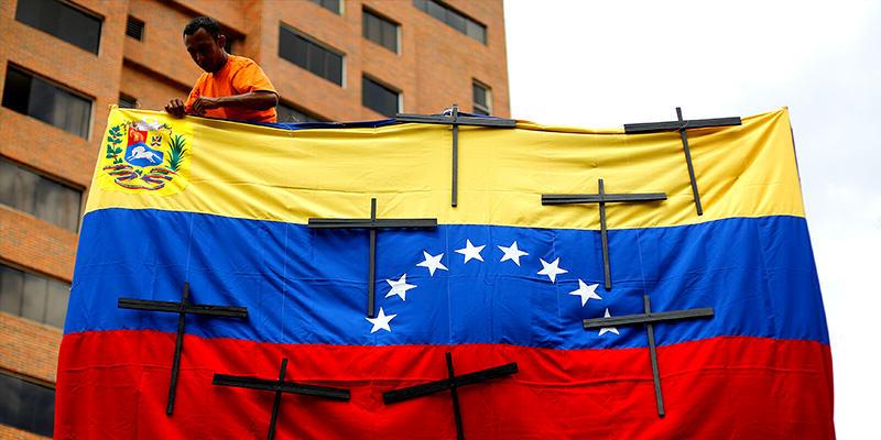 Oposición desborda calles de Caracas, marchan por víctimas de protestas