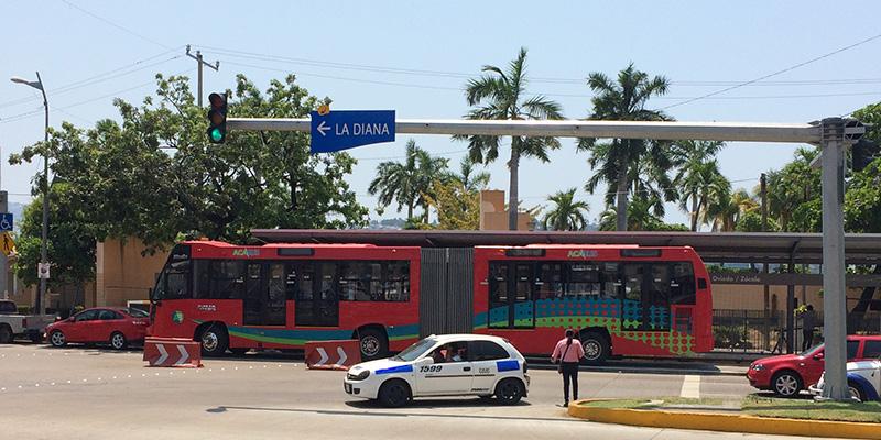 Acabús, ese bicho raro que anda en Acapulco