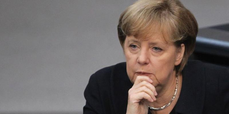 Aliados lanzan ataques al gobierno de Merkel