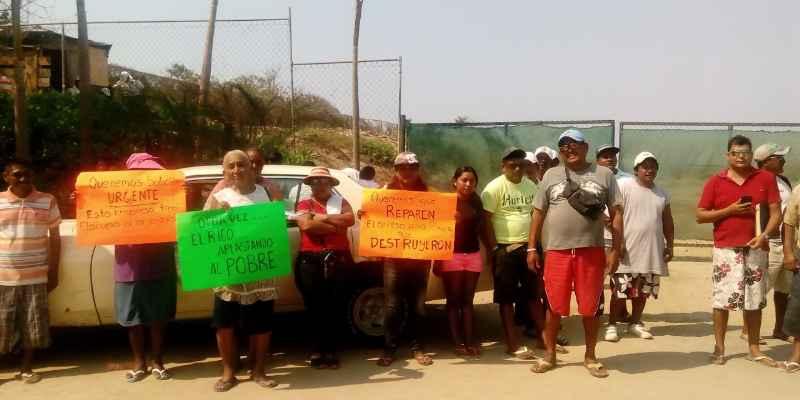 Acceso a playa Acapulco Diamante