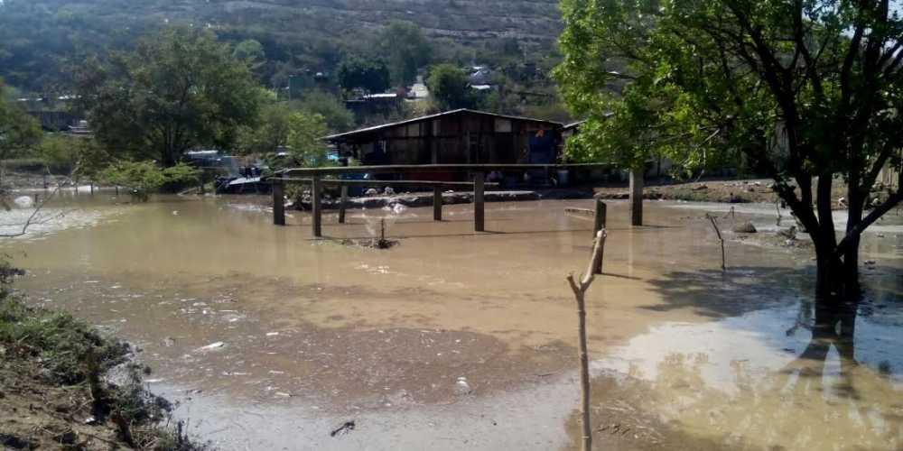 """Familias de Chilpancingo aún """"bajo el agua"""" tras la tromba del jueves"""