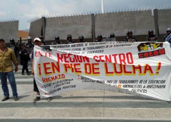 Maestros protestan en Chilpancingo contra la Reforma Educativa 2