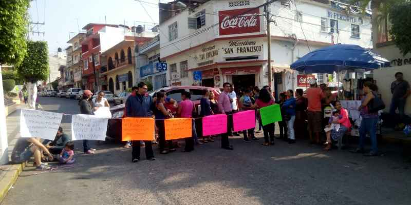 Exigen maestros para kínder de Chilpancingo; bloquean calles
